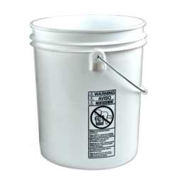 De-Luxe 4 Gallon/19 Litre Bucket